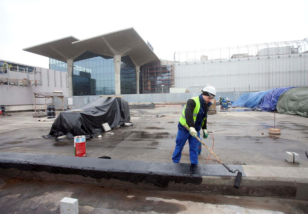 Press release photo; works on the new road and the construction plot of the planned office building, Railway Station and Galeria Katowice at the background