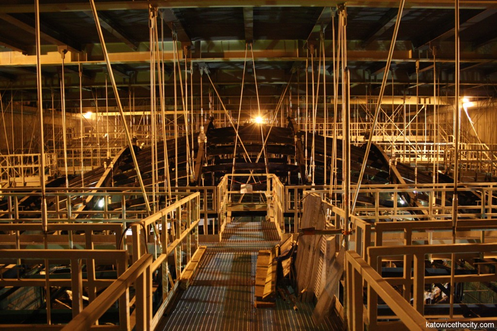 Works on the PNRSO's new seat, waved ceiling and maintenance platforms supported from above by 11 stell girders