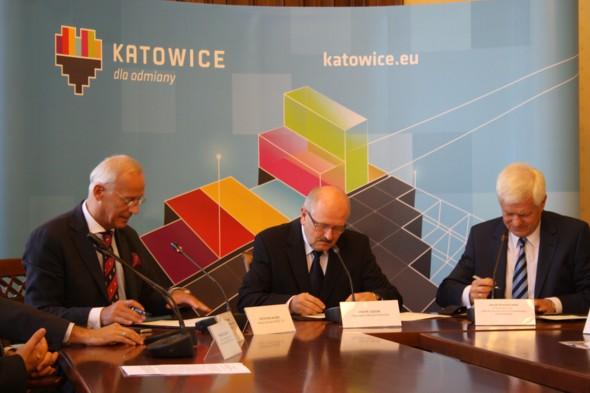 L to R: Piotr Wojaczek, president of the board of KSEZ; Piotr Uszok – Katowice mayor; Jacek Kwiatkowski – president of the board of ZDZ
