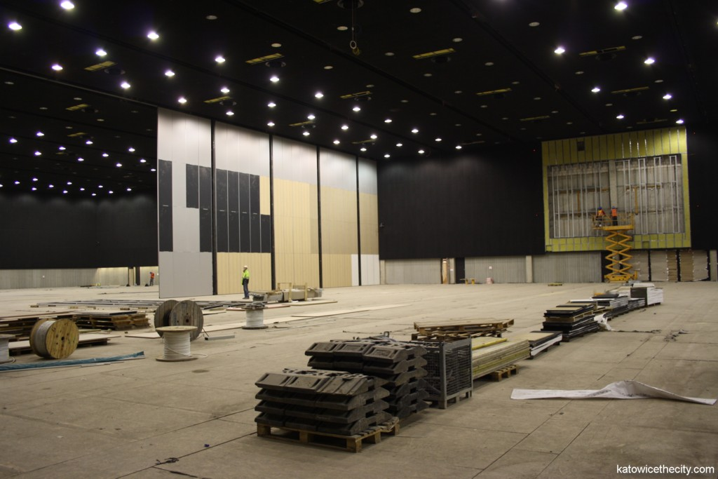 Construction work on the International Convention Center, multifunctional hall, unfolding mobile wall
