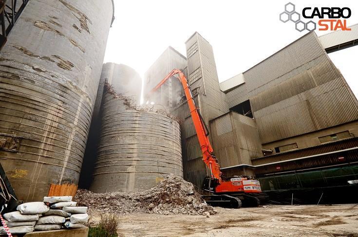 © Carbo-Stal; 51-meter high excavator at work in Górażdże Cement