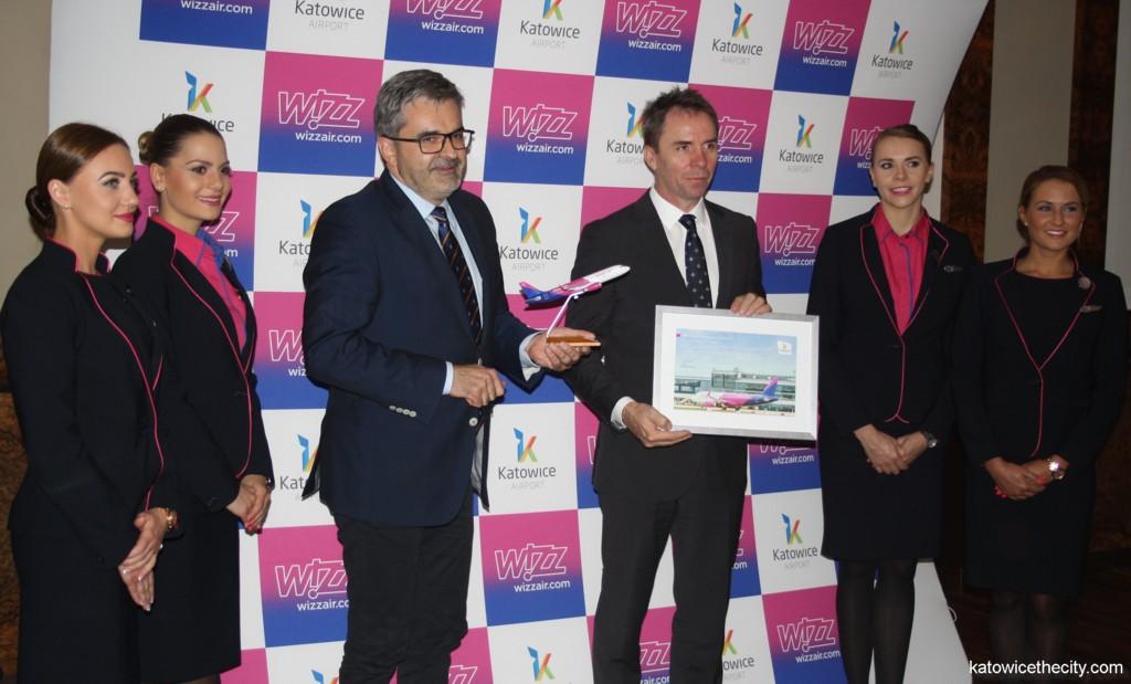 Wizz Air celebrates 100 millionth passenger milestone with the Katowice International Airport, L to R: Artur Tomasik and József Váradi
